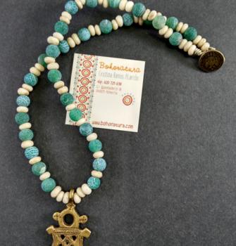 collar unico cruz copta bronce agata verde cuero champan exclusivo (Copy)