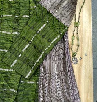 Abrigo corto de precioso estilo indio con tela adamascada en tonos verde y bronce (Copy)