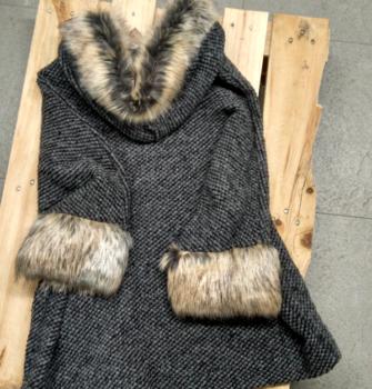 abrigo gris espalda (Copy)
