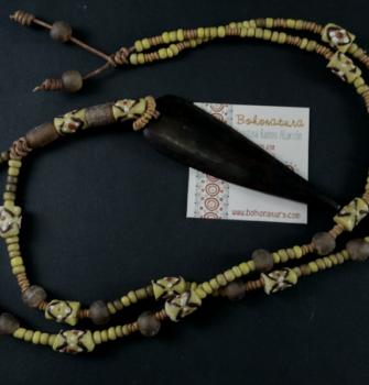 collar largo boho con pieza de madera tuareg amarillos (Copy)