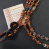 Detalle collar abiertto naranja